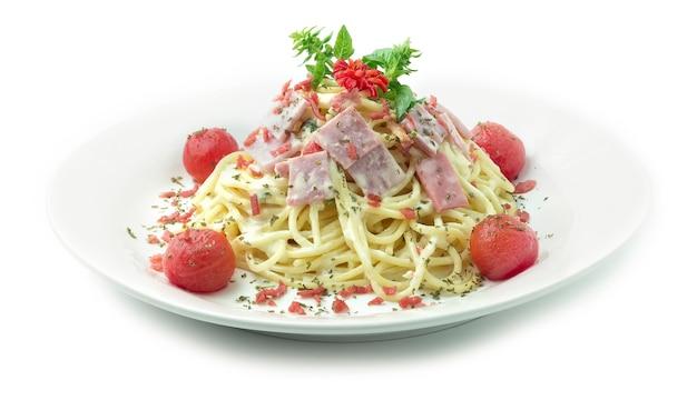 Spaghetti carbonara sauce mit speck