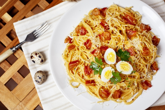 Spaghetti mit carbonara-sauce