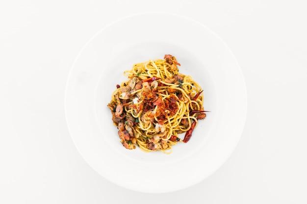 Spaghetti-speck mit knoblauch