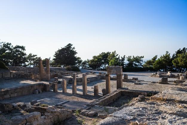 Spalten des doric tempels in der alten stadt