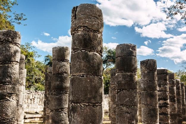 Spalten im tempel von tausend kriegern