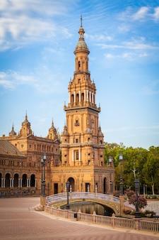Spanien, sevilla. spain square, ein wahrzeichen des renaissance-stils in der spanischen architektur