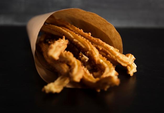 Spanischer snack von gebratenen churros