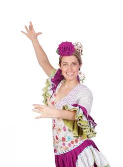Spanisches mädchen kleidete im andalusischen tanzen des traditionellen kostüms an, das auf weißem hintergrund lokalisiert wurde