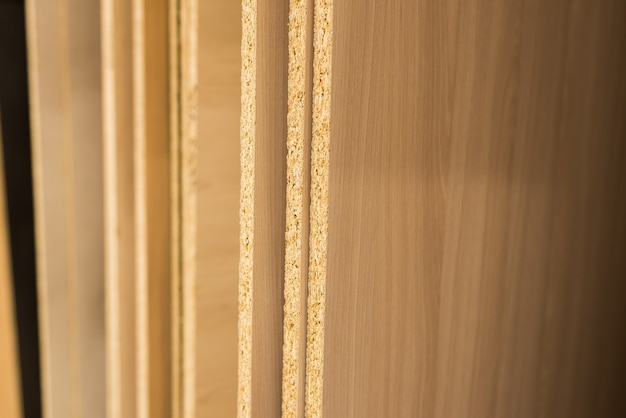 Spanplatten geschnittene teile, laminat, sperrholz, holz im laden