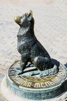 Spardose skulptur stray dog