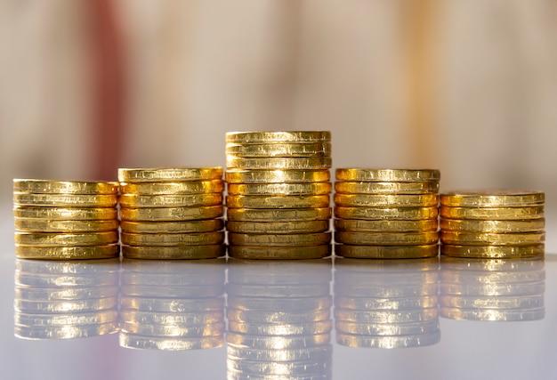 Sparen sie geld und kontobanking für die finanzierung