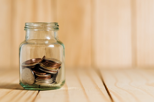 Sparen sie geld und kontobanking für finanzkonzept