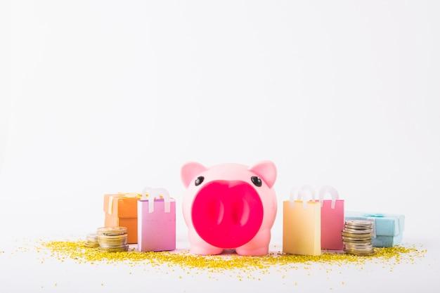 Sparschwein mit papiertüten