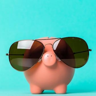 Sparschwein mit sonnenbrille
