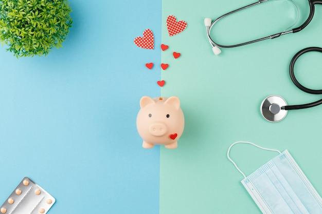 Sparschwein mit stethoskop-spendenkonzept