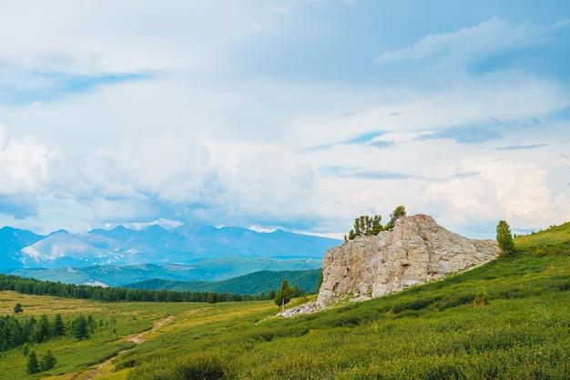 Spektakuläre aussicht auf die bergwelt