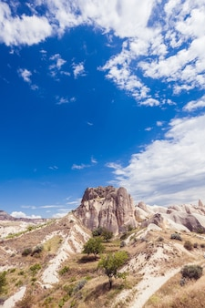 Spektakuläre felsformationen in der nähe von göreme, kappadokien, türkei