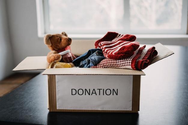 Spendenbox charity-geschenkkörbe helfen flüchtlingen und obdachlosen weihnachten xmas charity-spendenbox