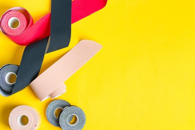 Spezielle physio-tape-rollen in verschiedenen farben