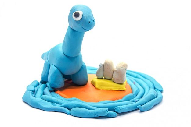Spielen sie teig brachiosaurus auf weißem hintergrund