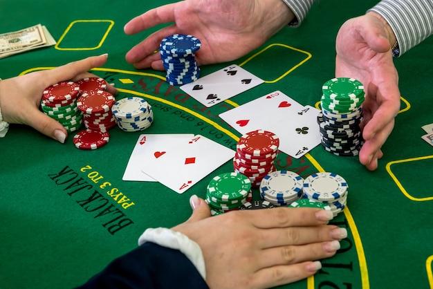 Spieler und dealer, harken von chips