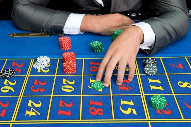 Spielermann an den casinotischen