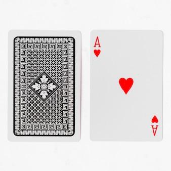 Spielkarten, ace suite mit rücken auf weißem hintergrund