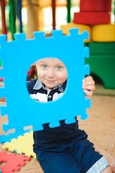 Spielplatz im indoor-vergnügungspark für kinder