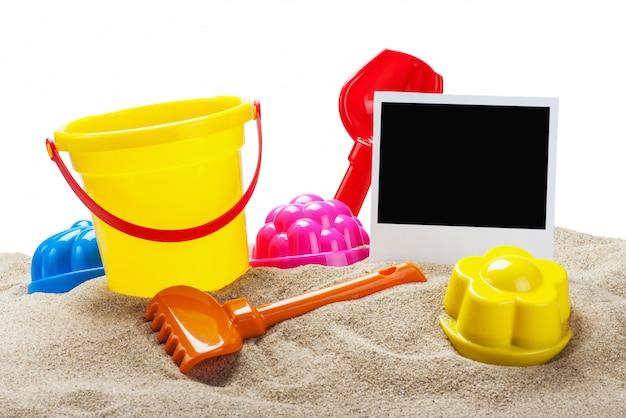 Spielwaren für sandkasten lokalisierten hintergrund