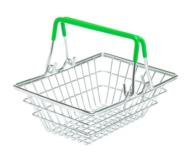 Spielzeug-einkaufskorb aus metall mit grünen griffen auf isoliertem weißem hintergrund