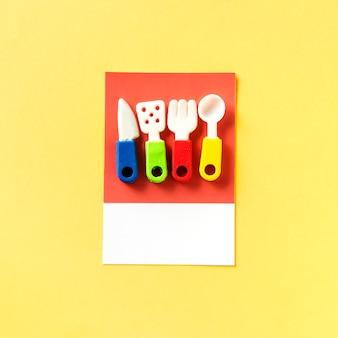Spielzeug für küche und kochutensilien