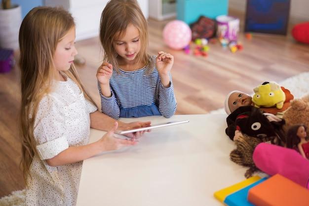 Spielzeug jedes zeitgenössischen kindes heutzutage