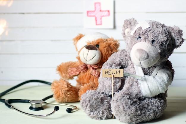 Spielzeug-teddy-doktor