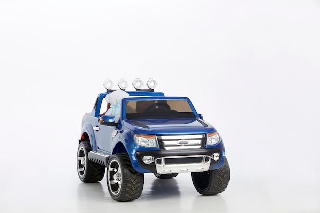 Spielzeugauto (blauer jeep)