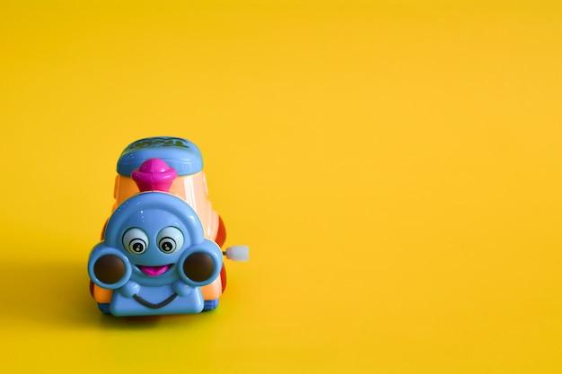 Spielzeugeisenbahn isoliert
