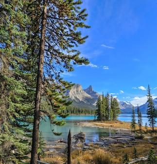 Spirit island im maligne lake jasper nationalpark alberta kanada