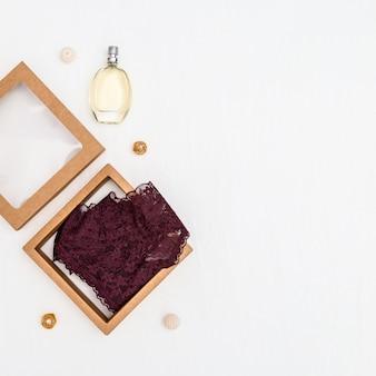 Spitze bikini höschen parfüm weibliche unterwäsche geschenkpapier box valentinstag hintergrund