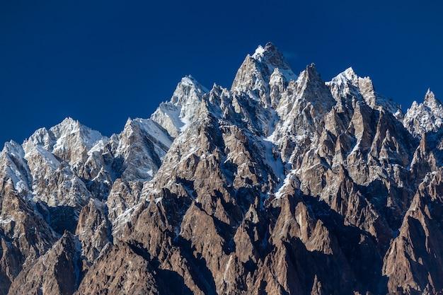 Spitze der passu-kegel karakorum-berge. foto in hoher qualität