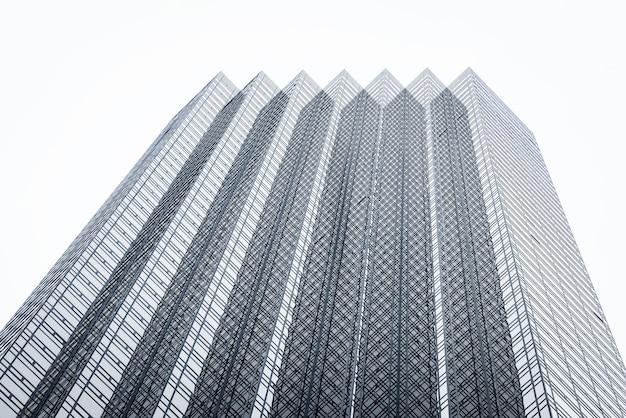 Spitze eines modernen wolkenkratzers in new york city