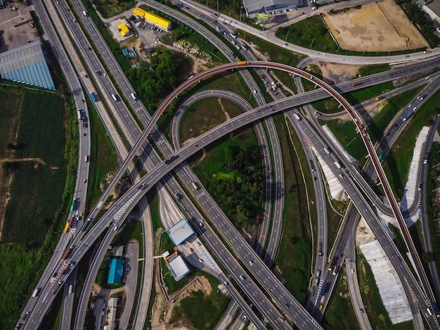 Spitzenaugenstraßenautobahn und -autobahn in thailand