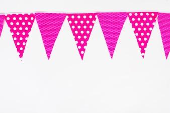 Spitzenboden gemacht mit rosa Flaggenflagge auf weißem Hintergrund