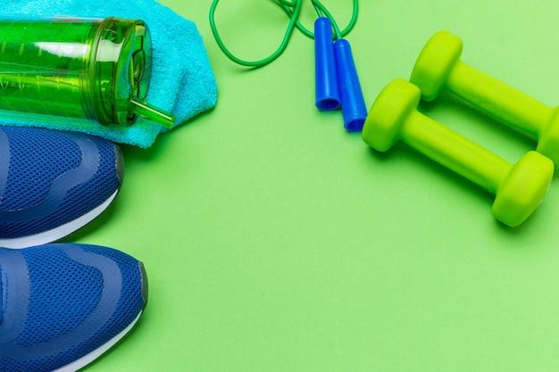 Sport fitness-konzepte mit fitnessgeräten