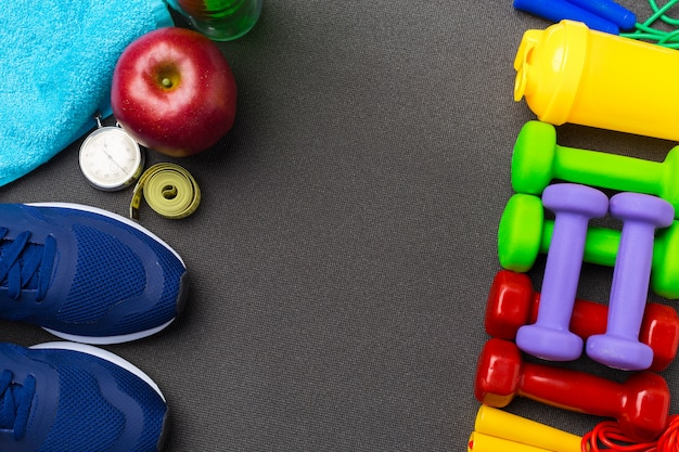 Sport fitness konzepte mit fitnessgeräten