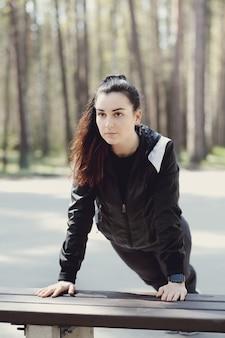 Sport im freien, mädchen trainieren