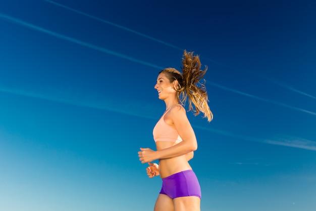 Sport und fitness, frau joggen