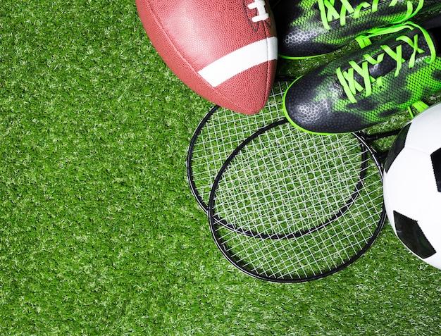 Sportausrüstung auf gras