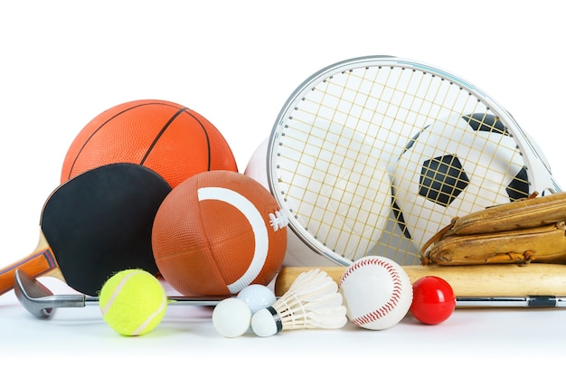 Sportausrüstung auf weißem hintergrund