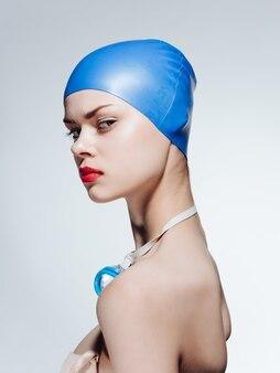 Sportfrau, die trainingsübung schwimmt