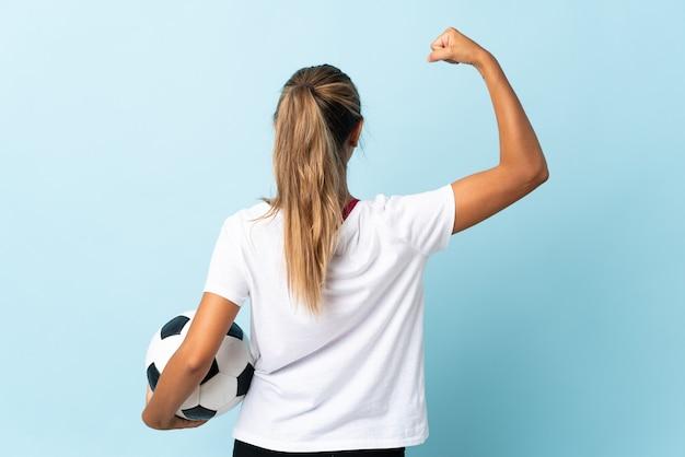Sportfrau über isoliertem hintergrund