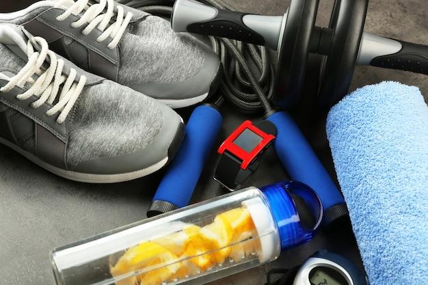 Sportgeräte und pulsuhr, nahaufnahme