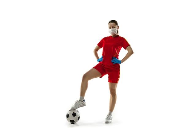 Sportlerin in schutzmasken-coronavirus-behandlungsillustrationskonzept