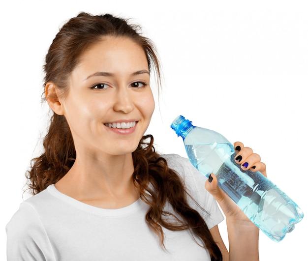 Sportliche frau mit wasser