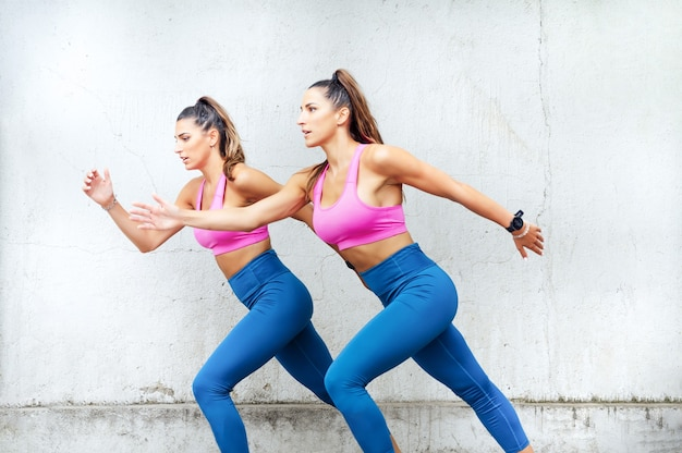 Sportliche schwestern laufen beim outdoor-workout