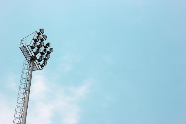 Sportlight und blauer himmel